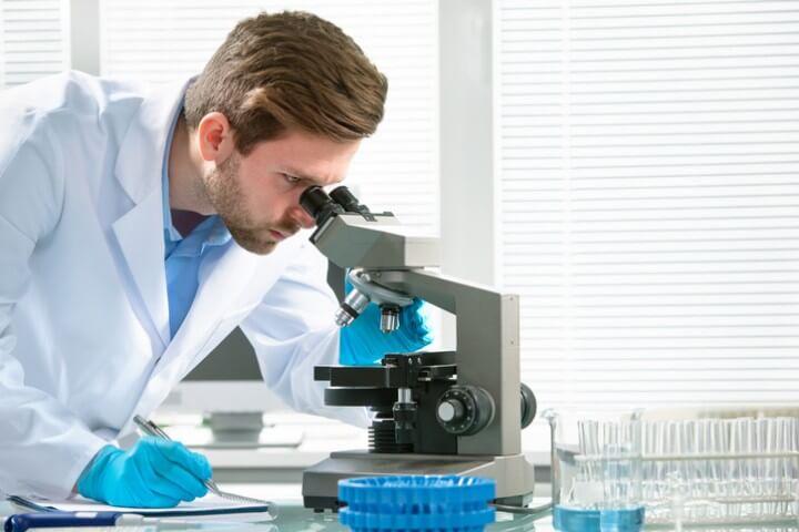 vrach-beret-spermu-na-analiz